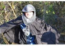 Kind als Ritter verkleidet