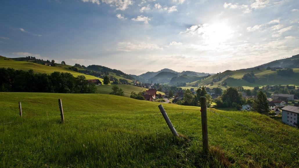 Wandern, Hügellandschaft, Wiese, Dorf Urnäsch