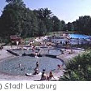 Schwimmbad Walkematt in Lenzbrug
