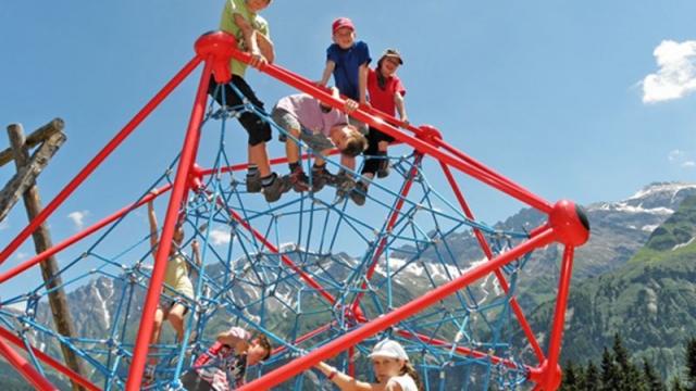 Elm Sportbahnen Sommer Spielplatz